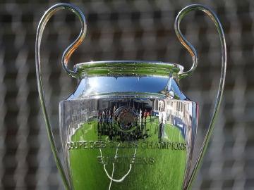 La 'Orejona', el trofeo de la Champions League, en Madrid