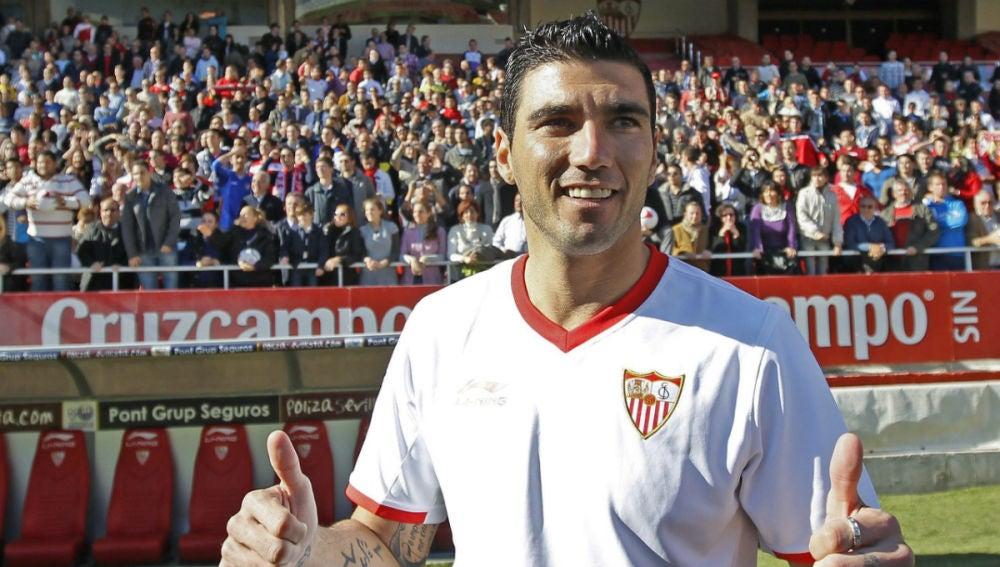 José Antonio Reyes, en una foto con el Sevilla