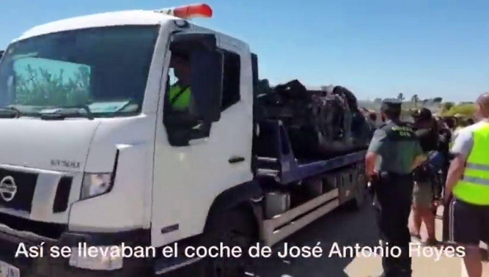 REEMPLAZO: El coche de Reyes, completamente calcinado