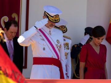 Los Reyes en el desfile del Día de las Fuerzas Armadas en Sevilla