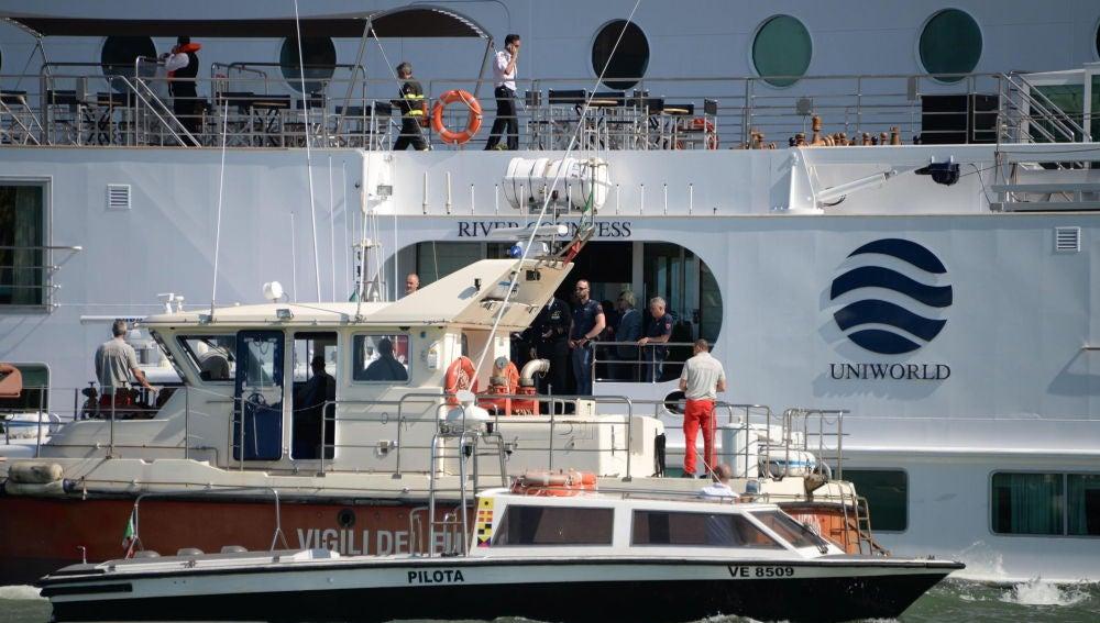 Rescate de los pasajeros del crucero accidentado en Venecia