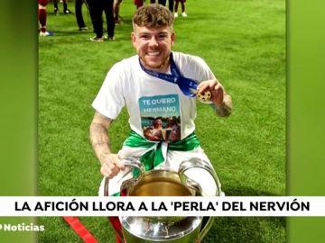 """Alberto Moreno recuerda a Reyes con una camiseta: """"Te quiero, hermano"""""""
