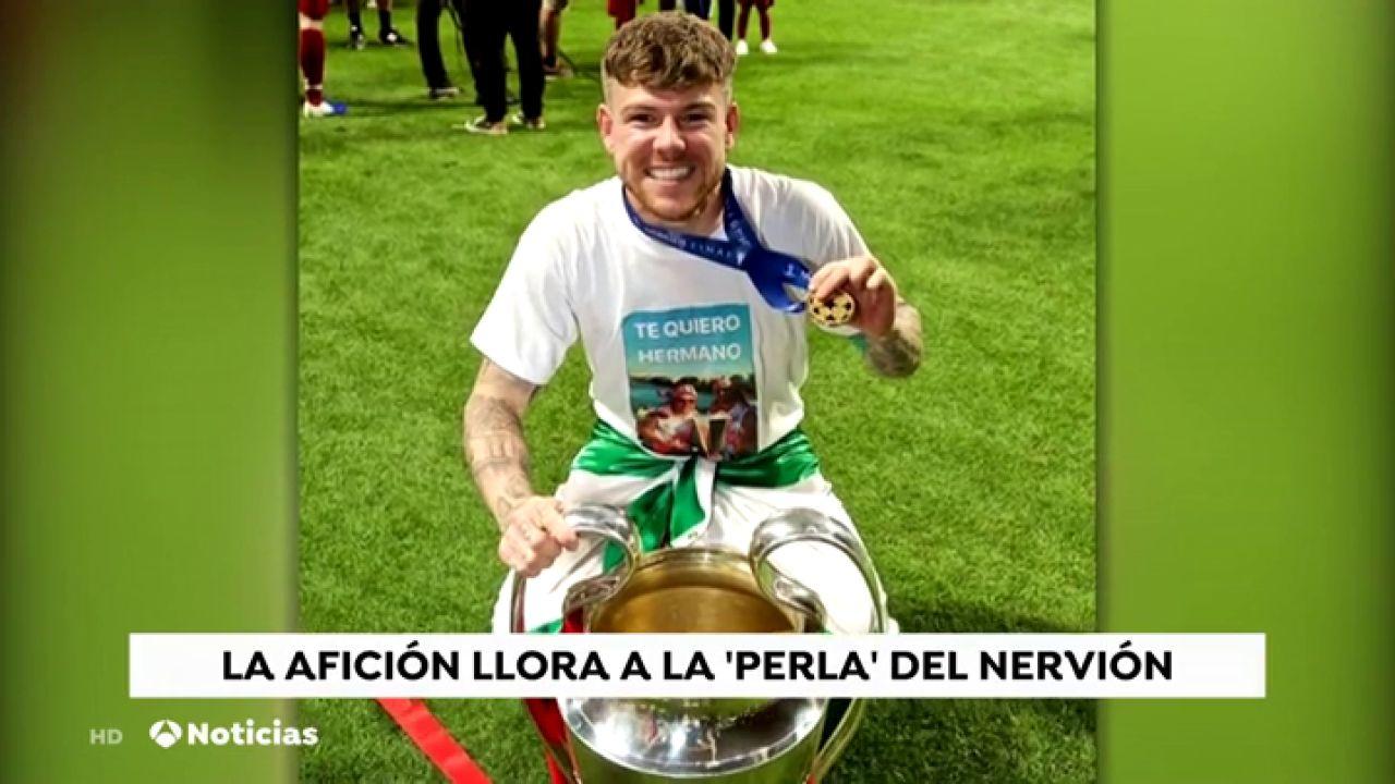 """Alberto Moreno Recuerda A Reyes Con Una Camiseta: """"Es Un"""