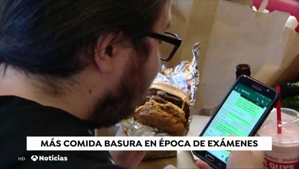 El estrés durante la época de exámenes aumenta el consumo de comida rápida