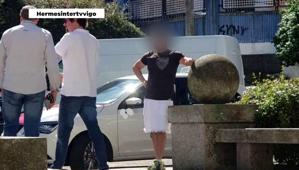 Un taxista de Vigo recibe una denuncia por llevar falda