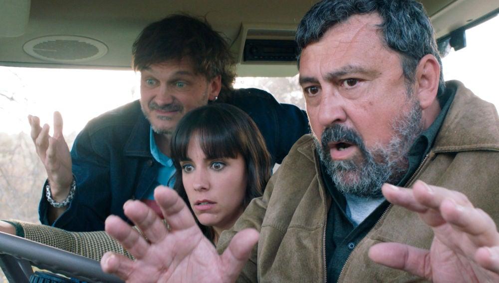 Epi, Lola y Jozé, atrapados en el tractor víctimas de un escrache