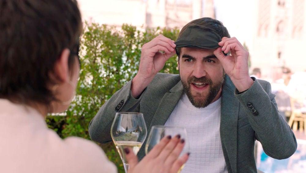 Las trampas de Iñaki y Carmen en su comida romántica y sensorial