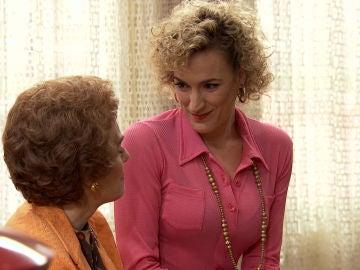 Silvia sonsaca a Benigna su secreto