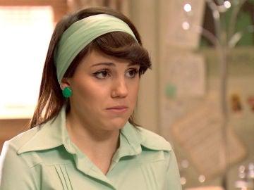 Nieves le cuenta a Miguel que está embarazada de él