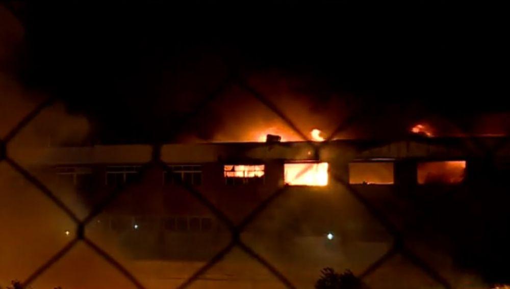 El incendio en una nave industrial