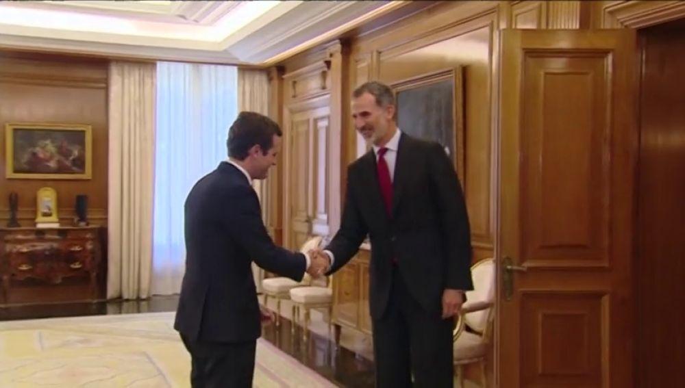 Felipe VI recibe a Pablo Casado en la Zarzuela para conocer su posicón ante la sesión de investidura