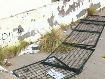 Un colegio abandonado convertido en centro de vandalismo y drogas