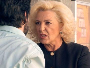 Ascensión trata de atemorizar a Vicente que no duda en chantajearla