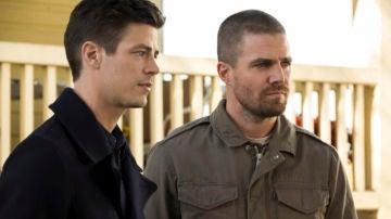 Grant Gustin ('The Flash') y Stephen Amell ('Arrow')