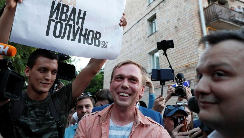 Rusia libera a periodista detenido tras una inédita movilización social