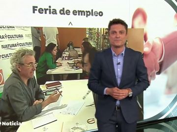 Miles de personas se acercan a la Feria de Empleo de Valencia que oferta 800 puestos de trabajo