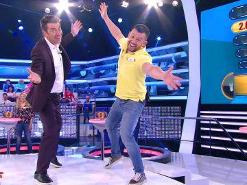 El curioso truco de un concursante de '¡Ahora caigo!' a Arturo Valls para salir bien las fotos