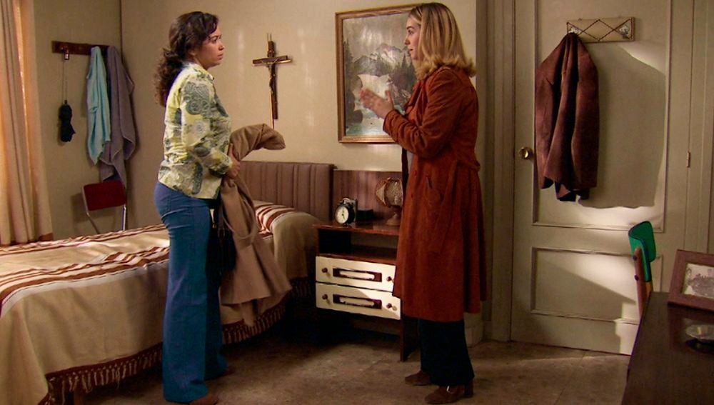 Amelia regresa a la residencia del hospital para continuar con el tratamiento