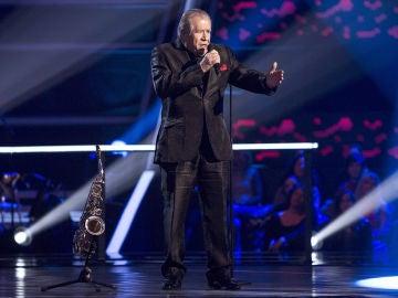 Juan Mena canta 'Envidia' en los Asaltos de 'La Voz Senior'
