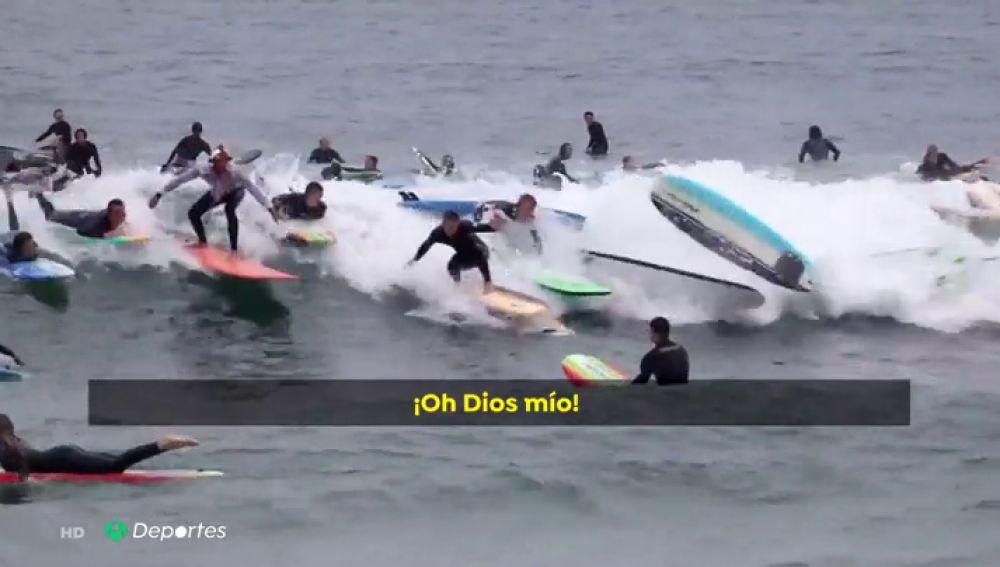 Hasta 150 personas intentan coger a la vez la misma ola en 'el Everest del surf'