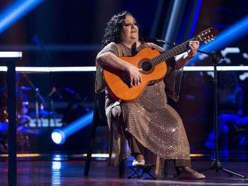 La Tata canta 'Si a veces hablo de ti' en los Asaltos de 'La Voz Senior'