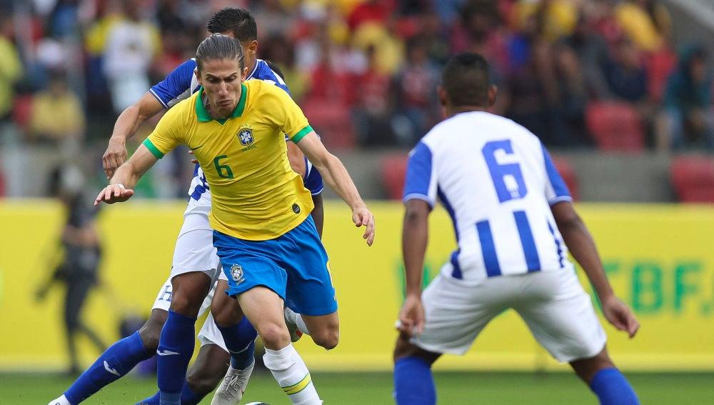Filipe Luis, durante el partido de Brasil contra Honduras