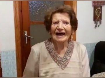 Clotilde Veniel, la mujer de 107 años que visita a enfermos y recoge ropa para los más necesitados en Valencia