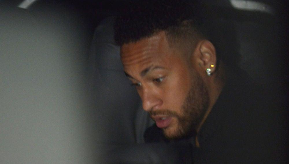 Neymar, antes de comparecer ante el juez