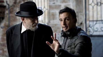 Alejandor Amenábar con Karra Elejalde en 'Mientras dure la guerra'.