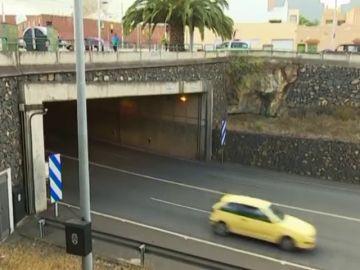 Detenidos tres menores por apedrear coches mientras circulan