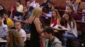Alumnos haciendo el examen de Selectividad