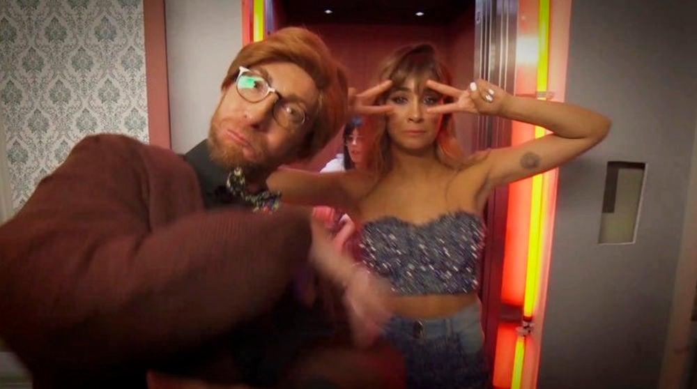 Pablo Motos se convierte en el protagonista del videoclip exclusivo de Aitana 'Nada sale mal'