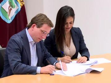 Almeida y Villacís firman el pacto de gobierno en Madrid