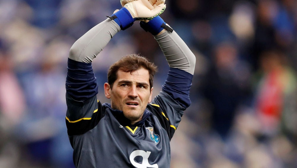 Iker Casillas durante un partido con el Oporto