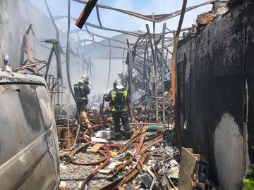 Un incendio en un almacén de patines en Humanes