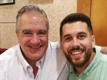 Jordi con su hijo, creador de la campaña 'Contrata a mi padre'