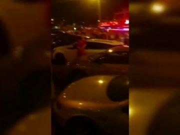 Puñetazos y persecución en la salida de una discoteca en Arona