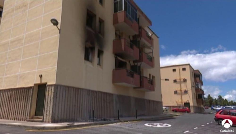 Dos mujeres graves por un incendio en un edificio de Güímar