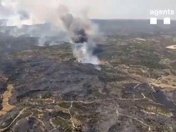 Imágenes aéreas del incendio en Torre del Espanyol : así se ve el fuego desde el aire