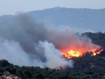 Vista del incendio que se ha declarado en la comarca tarraconense de Ribera d'Ebre