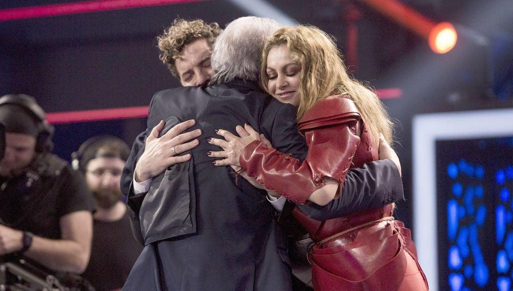 David Bisbal, Paulina Rubio y Juan Mena comparten un momento emotivo