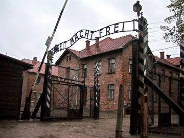 Entrada principal al campo nazi de Auschwitz