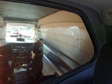 Despedido por conducir el coche fúnebre fumando y escuchando flamenco y rumbas
