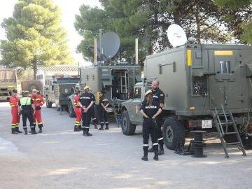 Efectivos de la UME trabajan en el incendio de Tarragona