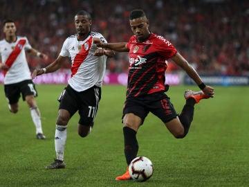 Renan Lodi, durante un partido
