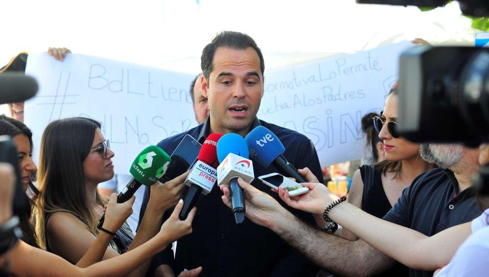 Ignacio Aguado, ante los medios