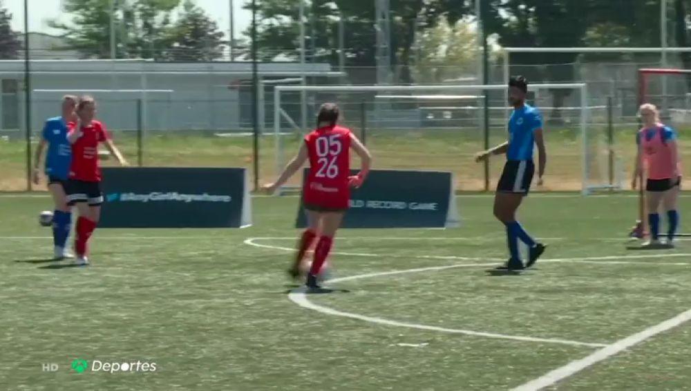 A por el récord: unas mujeres en Francia buscan disputar el partido de fútbol más largo de la historia