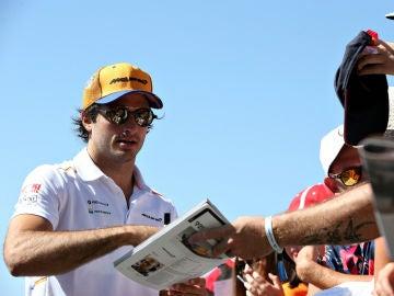 Carlos Sainz, con la afición
