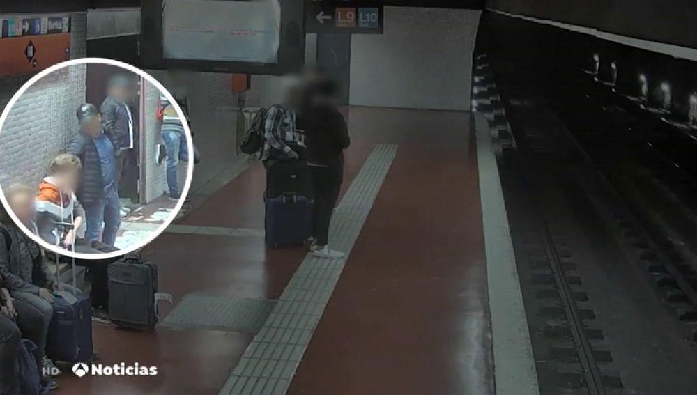 REEMPLAZO   Detenido un grupo criminal que robaba en el metro de Barcelona por el método de la mancha