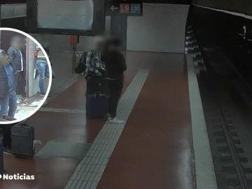 REEMPLAZO | Detenido un grupo criminal que robaba en el metro de Barcelona por el método de la mancha